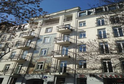 Ul. Wilcza 72, Warszawa 2011r – Budynek mieszkalno biurowy pow. 360m2 Pokrycie dachu w technologii podwójnego rąbka stojącego z blachy tytanowo cynkowej