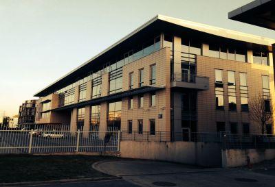Ul. Pileckiego 65, Warszawa 2012r – Budynek usługowo biurowy pow.1200m2 Remont/naprawa pokrycia dachu balastowego z membrany PCV