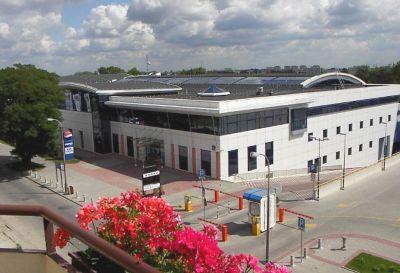 Ul. Merliniego 4, Warszawa 2011r. – Obiekt sportowo rekreacyjny pow. 2700m2 Naprawa dachu pokrytego papą termozgrzewalną