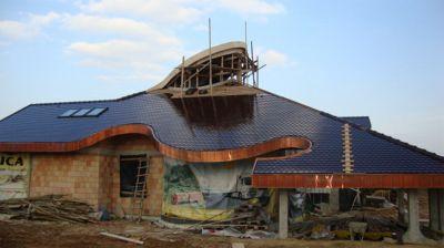 Bodzętyn, 2011r. Budynek prywatny pow. 670m2 Kompleksowe pokrycie dachu dachówką ceramiczną wraz z obróbkami blacharskimi z blachy miedzianej