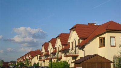 osiedle domków jednorodzinnych 14 segmentow drugi etap inwestycji  2010 kompleksowe pokrycie blachodachówką Warszawa Wawer ul. Poprawna