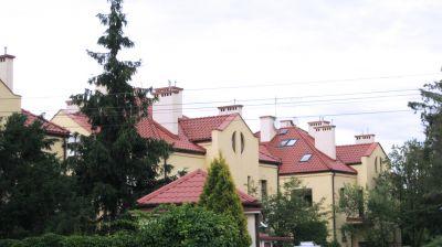 Osiedle domków jednorodzinnych  na Służewiu Pokrycie dachów dachówką ceramiczną 2007 warszawa ul. Nowoursynowska